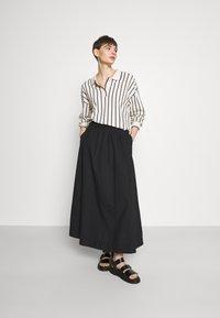 Monki - KINO SKIRT - Maxi sukně - black - 1