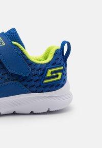 Skechers - COMFY FLEX 2.0 - Trainers - royal/lime - 5