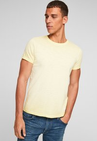 Q/S designed by - Basic T-shirt - yellow - 5
