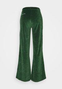 Stieglitz - FOWLER PANTS - Pantalon de survêtement - green - 1