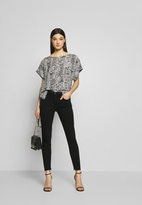 Agolde - SOPHIE - Jeansy Skinny Fit - treble - 1