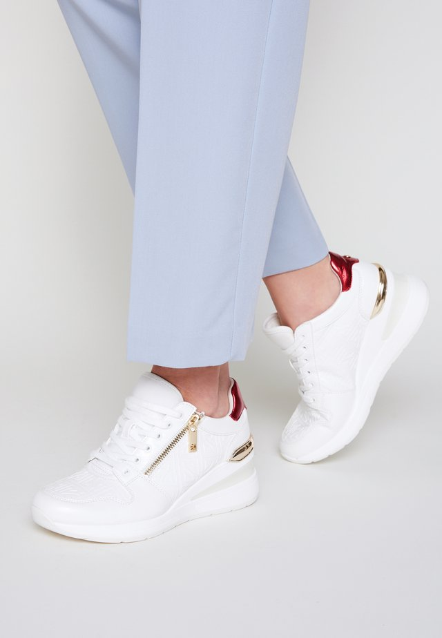JERESA - Sneakersy niskie - white