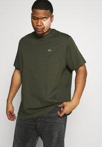 Lacoste - T-shirt basic - khaki - 3