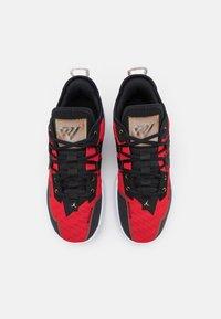 Jordan - ONE TAKE II - Basketbalové boty - university red/metallic gold/black/white - 3