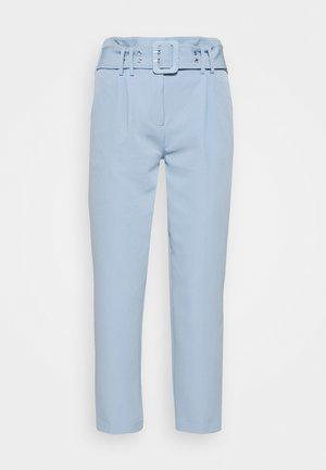 BELTED LEG TROUSER - Pantalon classique - cornflower
