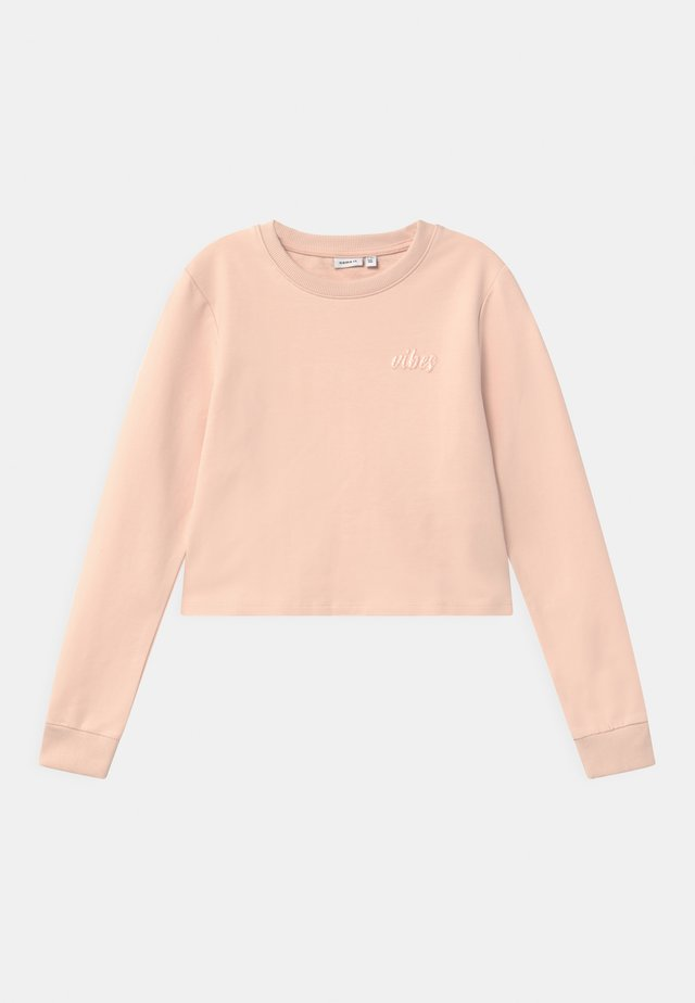 NKFTINTURN CROP - Sweater - peach whip