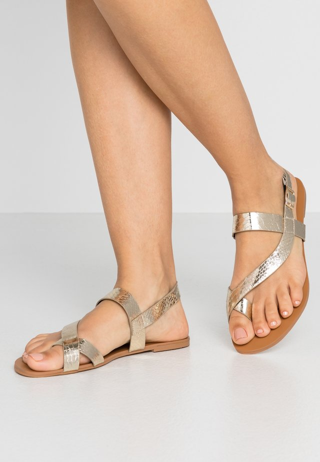 ELMA SNAKE TOELOOP - T-bar sandals - gold