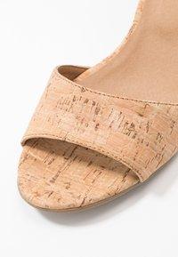 NAE Vegan Shoes - CORA - Sandaalit nilkkaremmillä - beige - 5