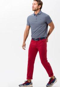 BRAX - STYLE CADIZ - Slim fit jeans - cherry - 1