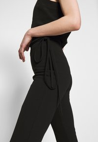Missguided - TIE BELTED CIGARETTE TROUSERS - Pantaloni - black - 4