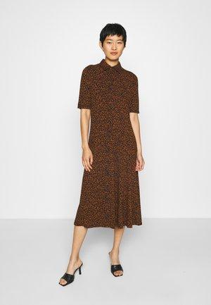 SC-KRISTA 3 - Shirt dress - dark caramel