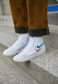 Nike Sportswear - BLAZER MID '77 VNTG - Vysoké tenisky - white/green noise/game royal/university red/sail/summit white - 2