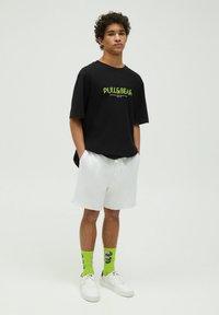 PULL&BEAR - Short - white - 1