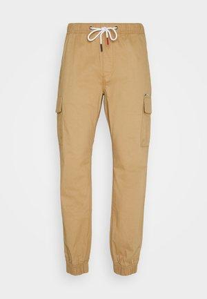 ETHAN JOGGER - Pantalon cargo - classic khaki