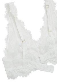 OYSHO - MIT FLORALER SPITZE - Trojúhelníková podprsenka - white - 6