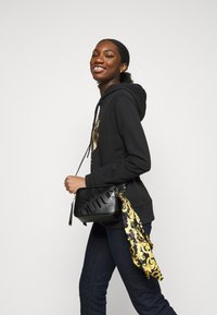 Versace Jeans Couture - THELMA CAMERA BAG - Across body bag - nero - 0