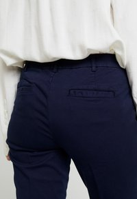 Benetton - GABARDINE STRAIGHT  - Chinos - navy - 4