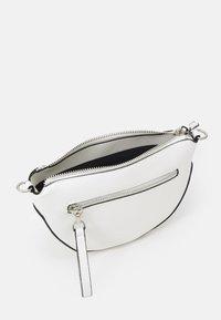PARFOIS - CROSSBODY BAG CLAY M - Across body bag - white - 2