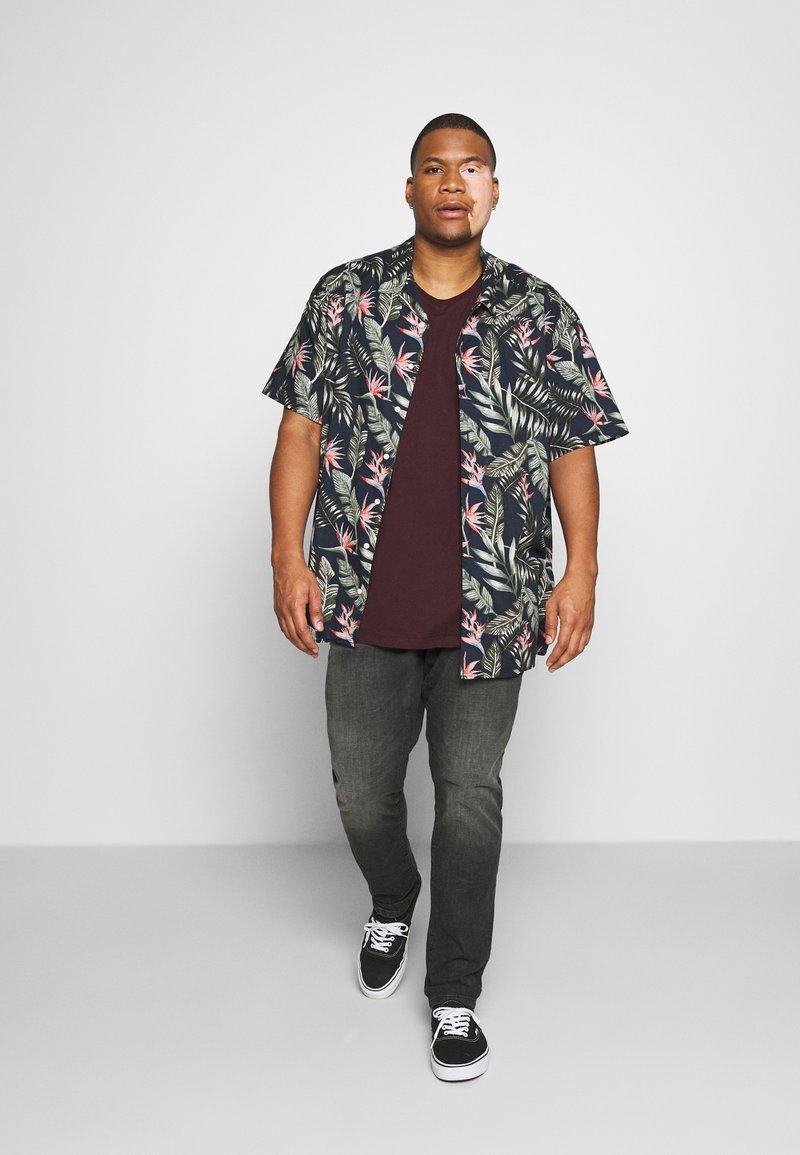 Burton Menswear London - SHORT SLEEVE CREW 3 PACK - T-shirt basic - red/offwhite