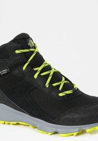 The North Face - JR HEDGEHOG HIKER II MID WP - Hiking shoes - tnfblack/sulphurspringgrn - 4