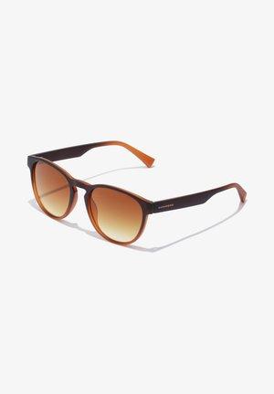 CRUSH - Solglasögon - brown