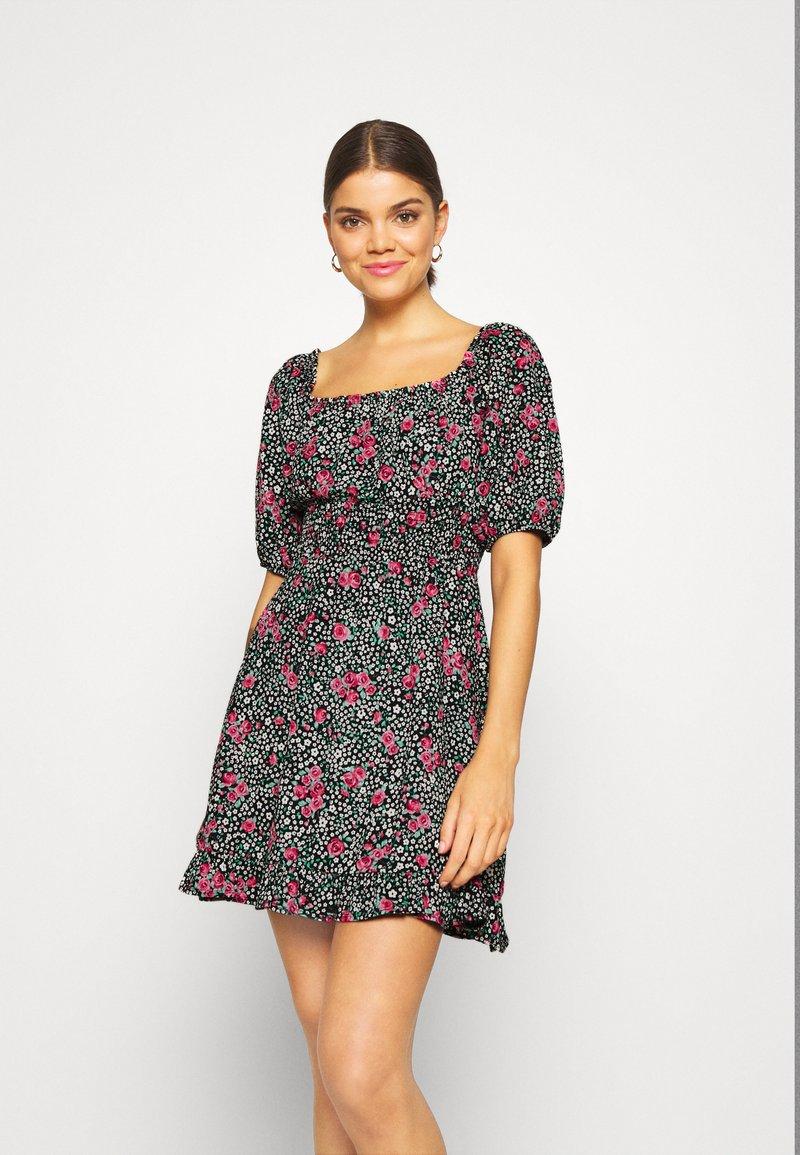 Miss Selfridge - SQUARE NECK SHIRRED DRESS - Robe d'été - multi-coloured