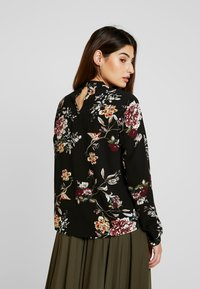 ONLY Petite - ONLNEW MALLORY  BLOUSE - Blouse - black/cd flower - 2