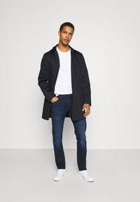 Lee - DAREN - Straight leg jeans - dark-blue denim/blue - 1