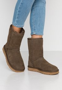 UGG - CLASSIC SHORT - Bottines - eucalyptus spray - 0