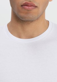 Wrangler - TEE 2 PACK - Basic T-shirt - navy - 5