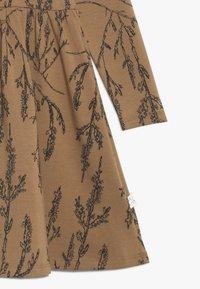Mainio - HEATHER DRESS - Vestido ligero - dijon - 3