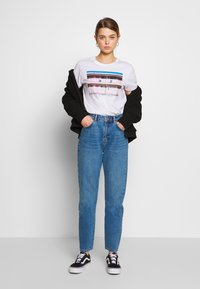Noisy May - NMISABEL  MOM  - Jeans relaxed fit - medium blue denim - 1