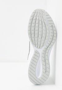 Nike Performance - RUNALLDAY 2 - Neutral running shoes - white/metallic silver/pure platinum - 4