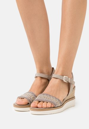 Platform sandals - mud