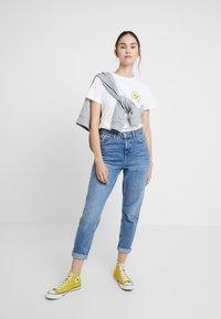 Wemoto - NIZE CROPPED - T-shirts print - white - 1