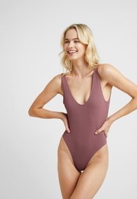 Topshop - SEAMLESS PLUNGE - Body - rust - 0