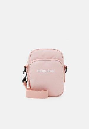 ANA CROSSBODY BAG - Taška spříčným popruhem - pink
