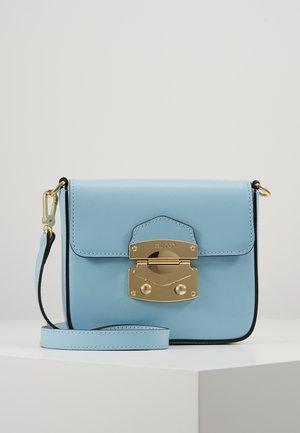 Taška spříčným popruhem - light blue