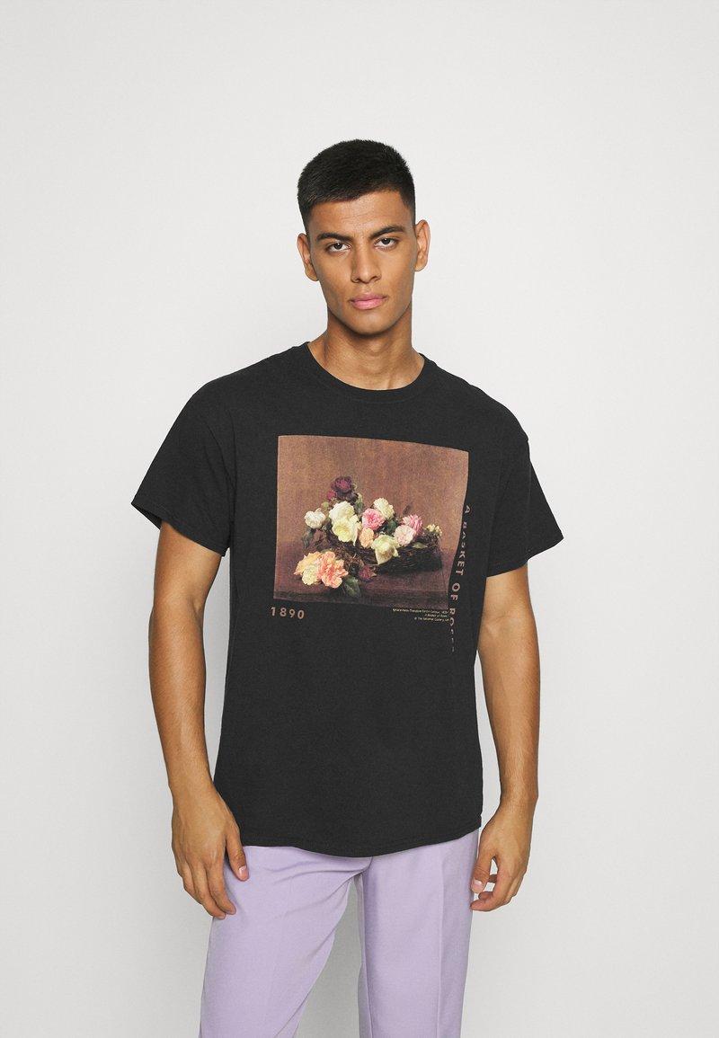 Mennace - ROSEBOWL BASKET OF ROSES - Print T-shirt - washed black