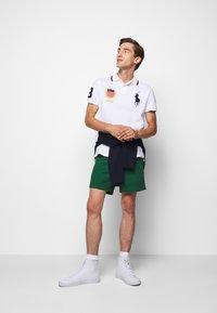 Polo Ralph Lauren - CLASSIC FIT PREPSTER - Shortsit - new forest - 1