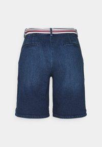Tommy Hilfiger - SLIM BERMUDA - Denim shorts - tam - 1