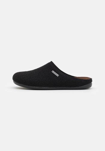 JON - Pantoffels - black