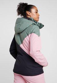 Brunotti - SHEERWATER WOMEN SNOWJACKET - Snowboard jacket - black - 2