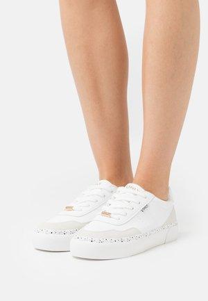 ONLLIV - Trainers - white