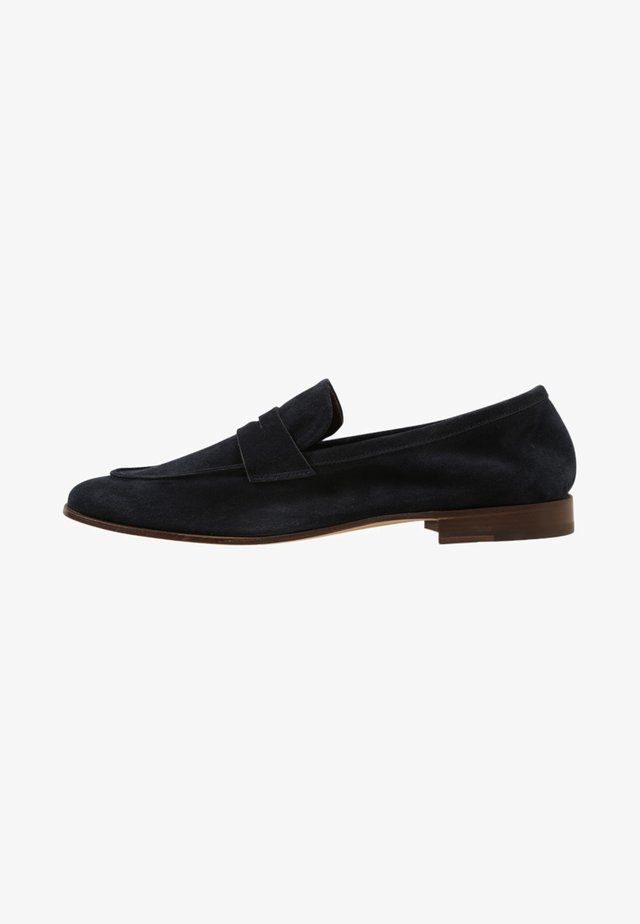 Smart slip-ons - york marine