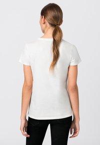 HALLHUBER - MIT STICKEREI - Print T-shirt - salie - 1