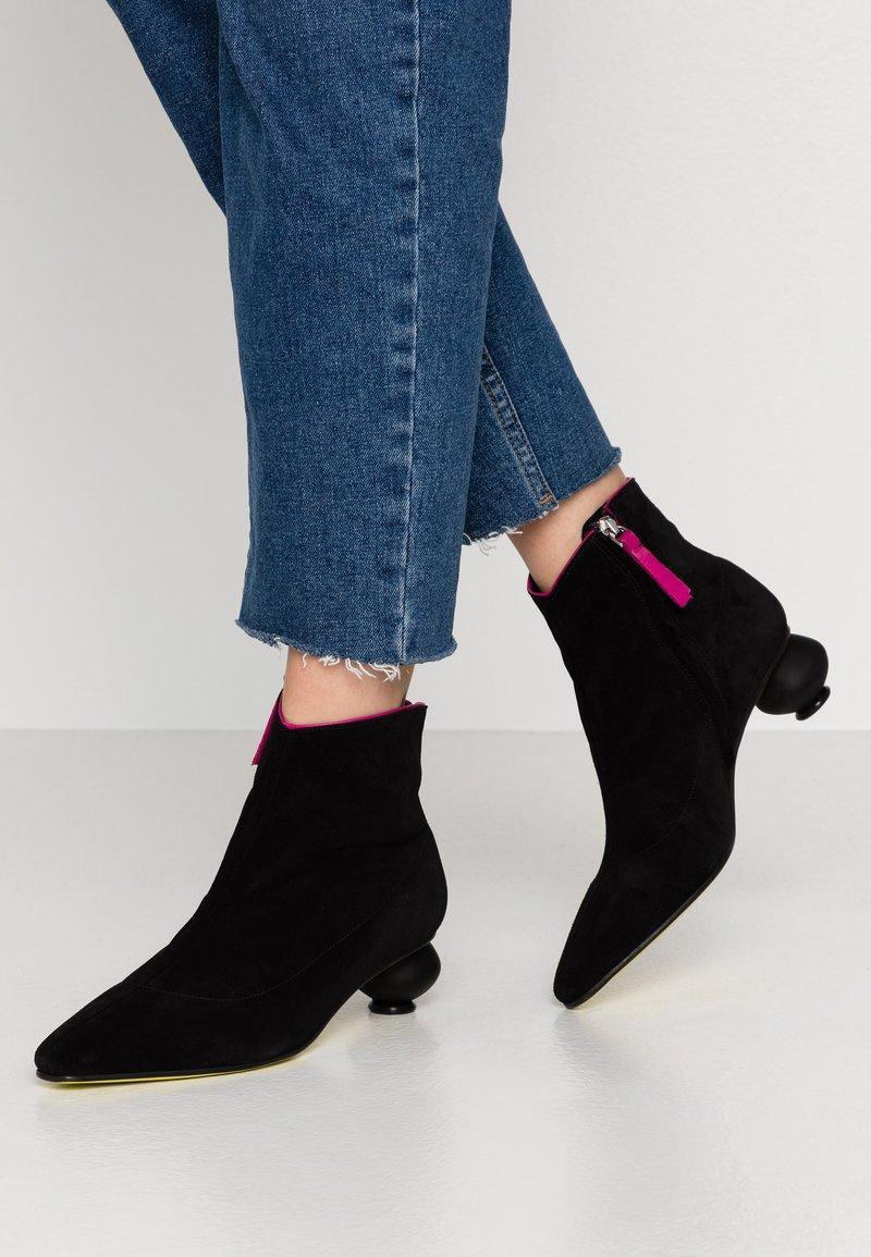 Fratelli Russo - FLAVIA - Ankle boots - nero/fuxia