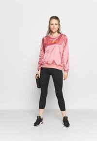 Under Armour - RECOVER SHINE CREW - Sweatshirt - stardust pink - 1