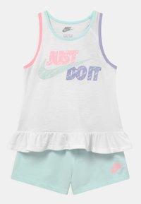 Nike Sportswear - SIDEWALK CHALK SET - Top - barely green - 0