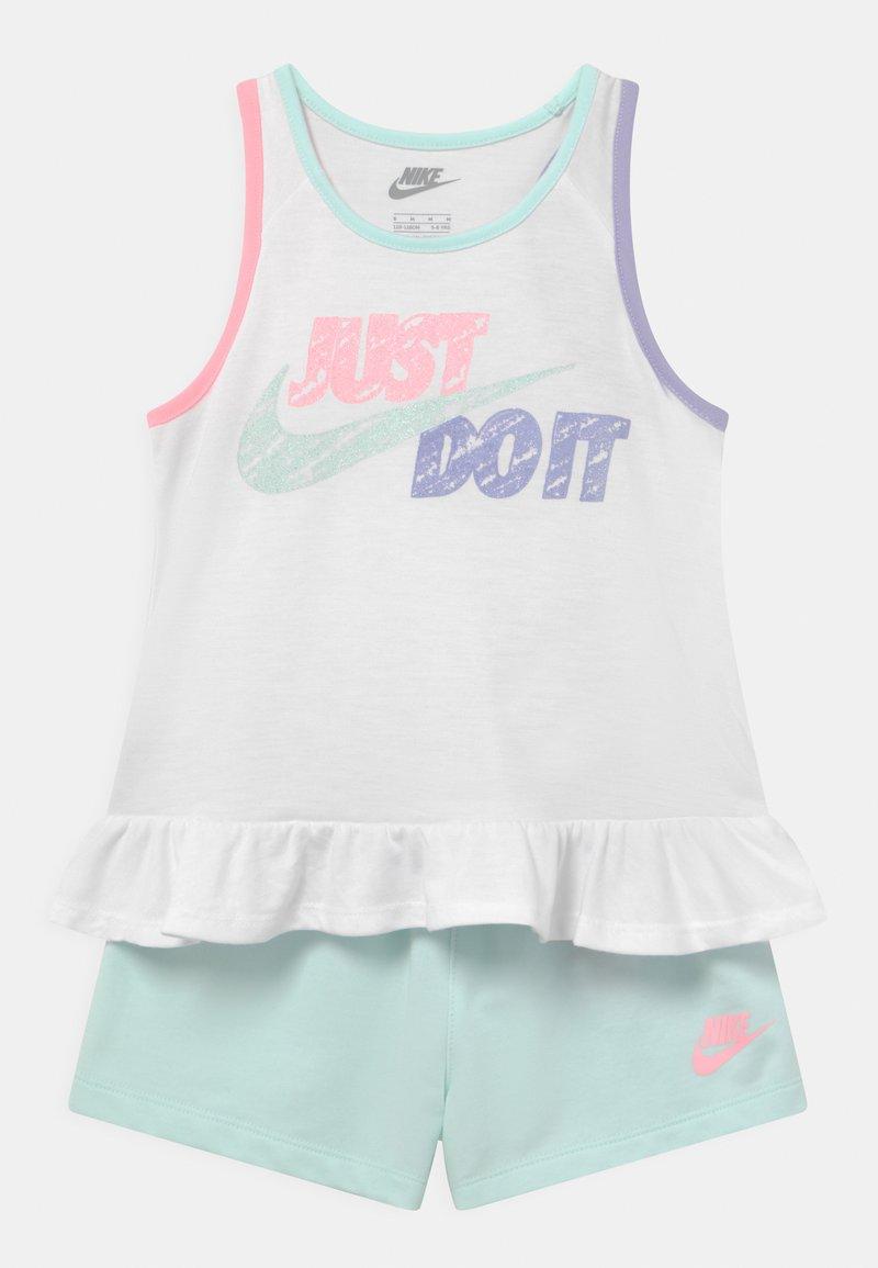 Nike Sportswear - SIDEWALK CHALK SET - Top - barely green